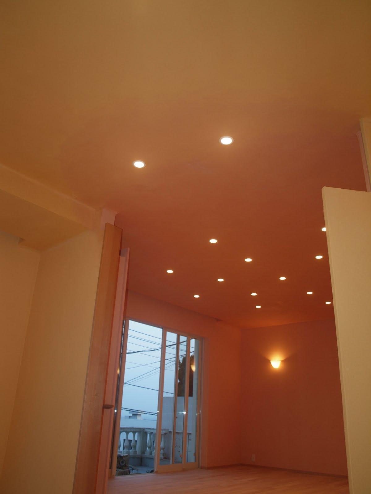 8色の漆喰